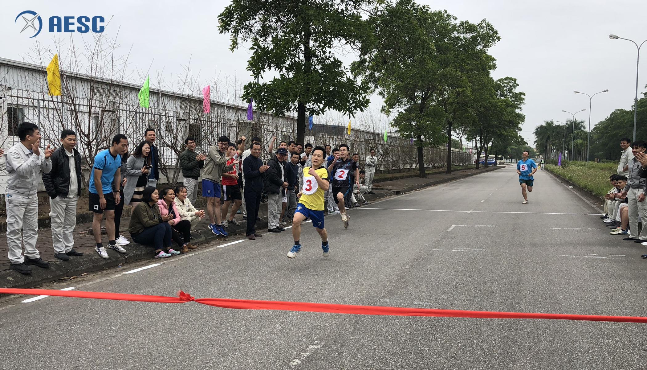 Vận động viên Hoàng Văn Long đến từ MT1 đã giành giải Nhất nội dung chạy 100m nam