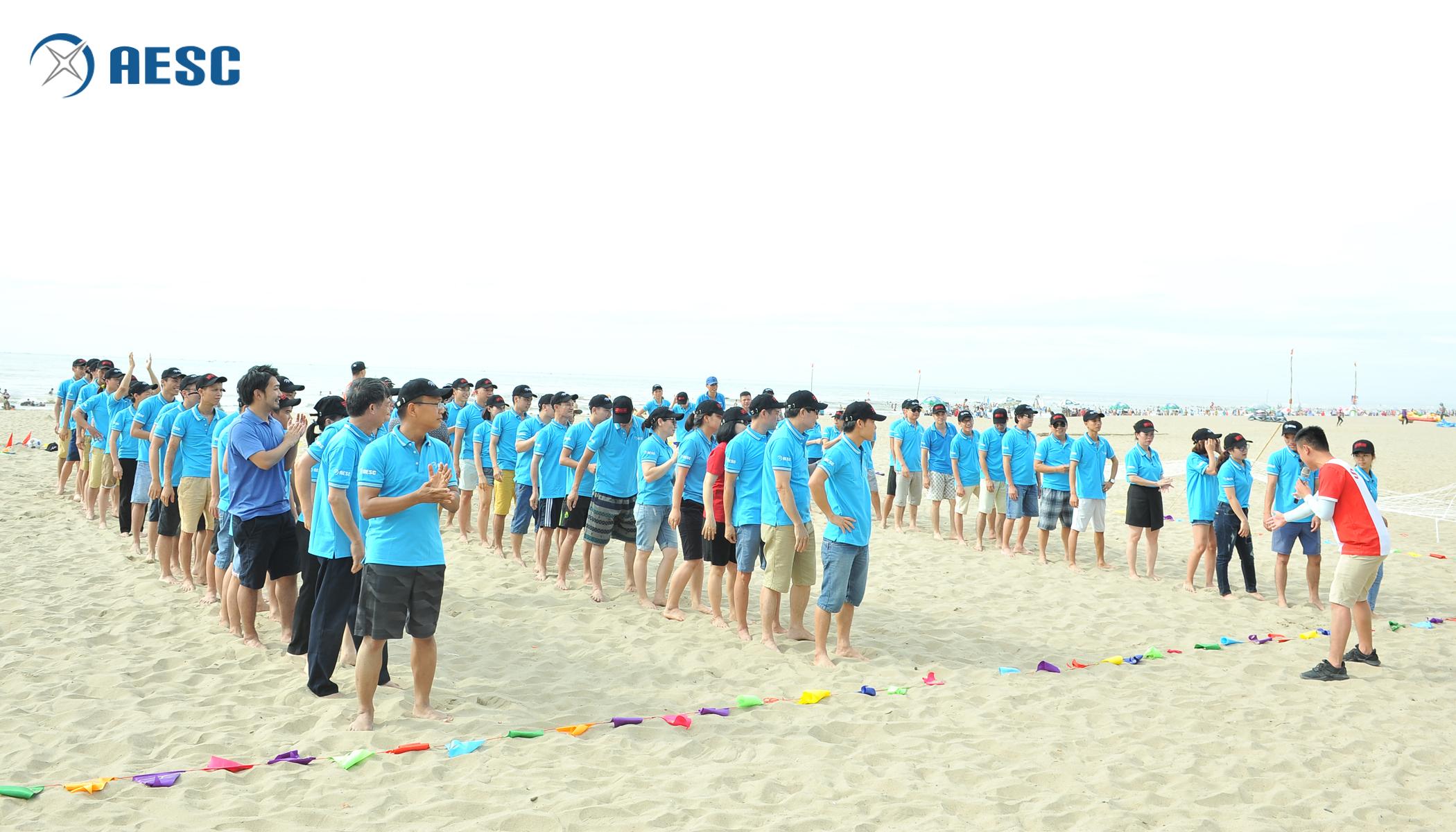 Hoạt động Teambuilding tại bãi biển Sầm Sơn