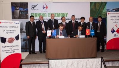 Kí kết hợp đồng hợp tác thành lập trường bay tại Việt Nam